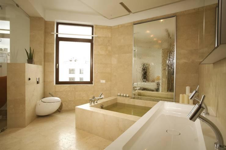 Квартира на Крестовском острове в Санкт-Петербурге: Ванные комнаты в . Автор – Архитектурное бюро 'Sky-lines',