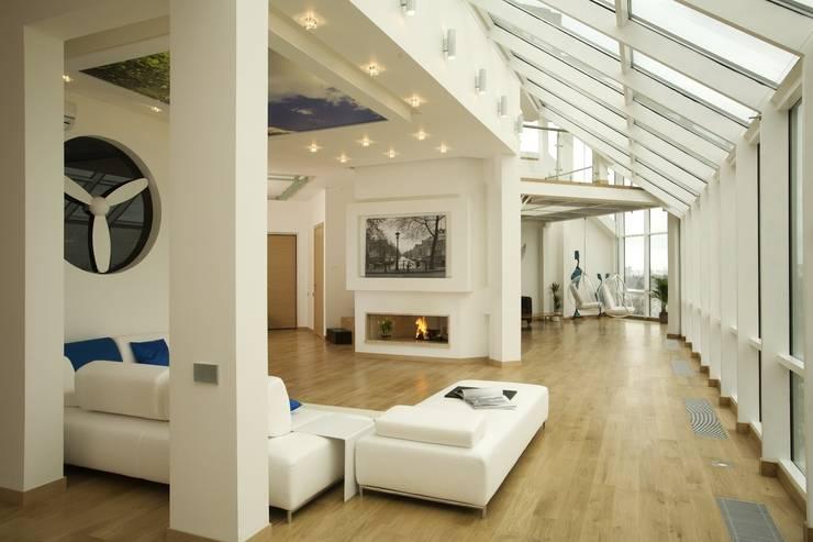 Salas de estar minimalistas por Архитектурное бюро 'Sky-lines'
