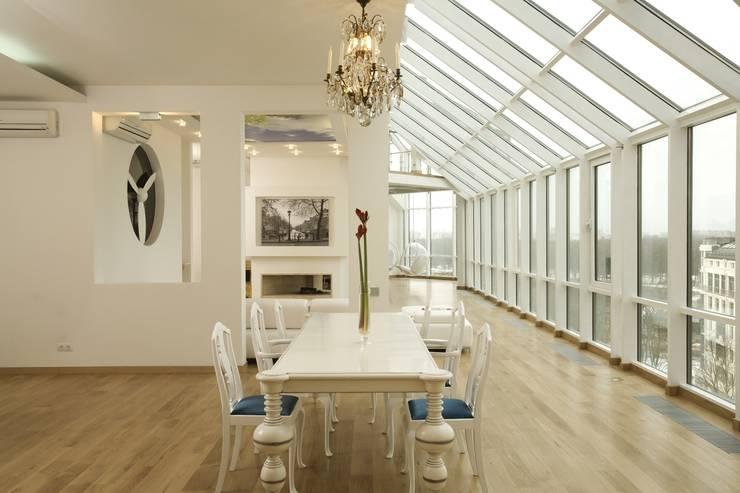 Квартира на Крестовском острове в Санкт-Петербурге: Столовые комнаты в . Автор – Архитектурное бюро 'Sky-lines'