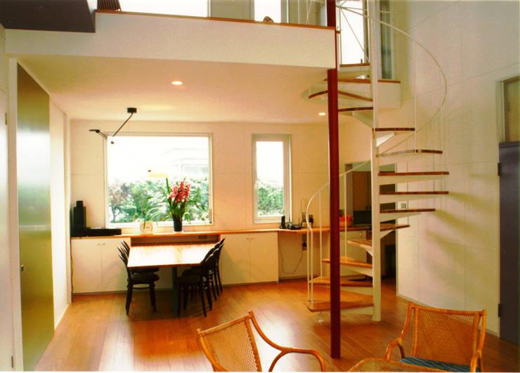 悠久山の家: 一級建築士事務所 有限会社 アーキセッションが手掛けたダイニングです。