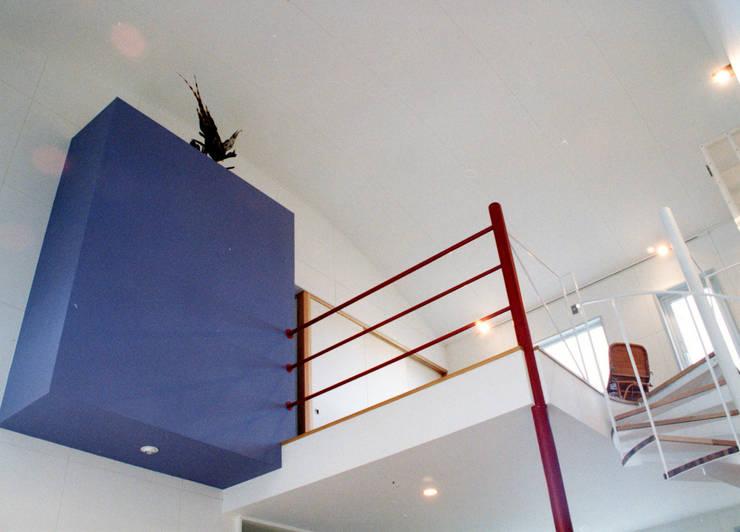 悠久山の家: 一級建築士事務所 有限会社 アーキセッションが手掛けたリビングです。