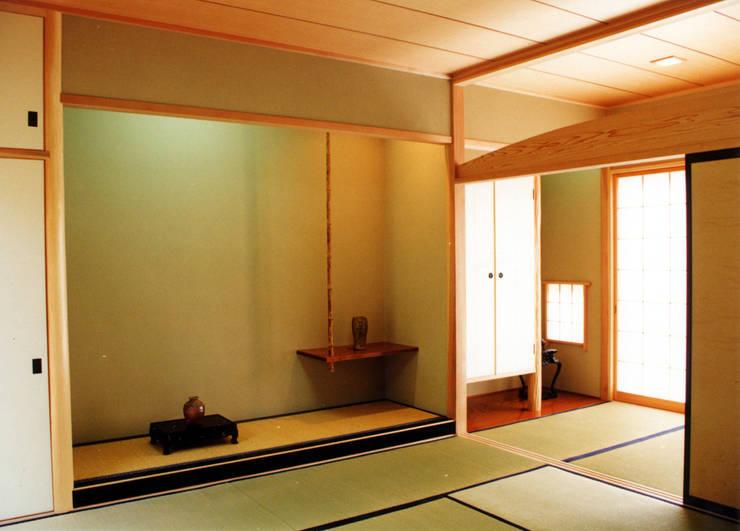 悠久山の家: 一級建築士事務所 有限会社 アーキセッションが手掛けた和室です。