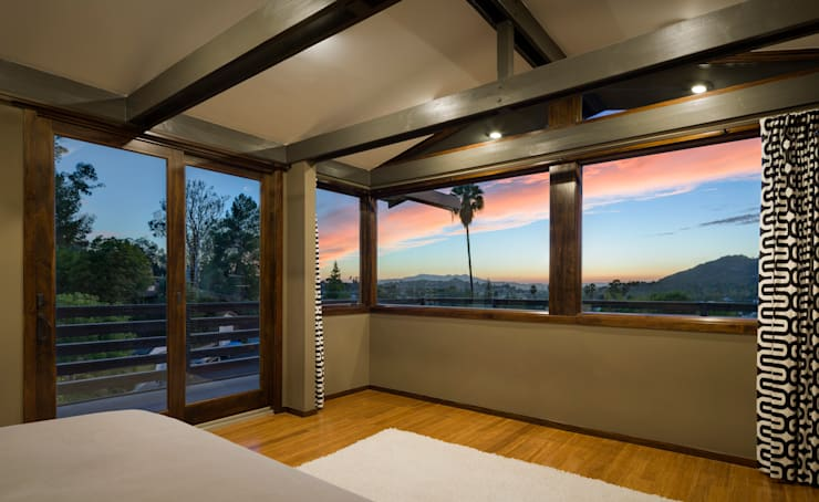 Lopez House: modern Bedroom by Martin Fenlon Architecture