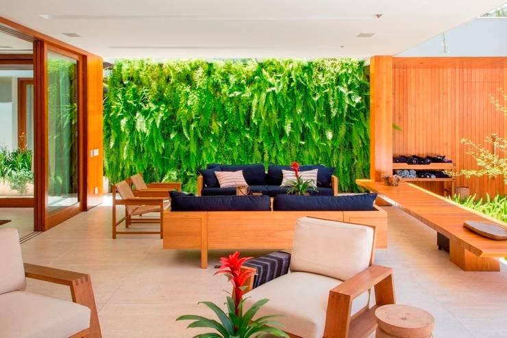 JPA Leblon: Jardins tropicais por Landscape Paisagismo