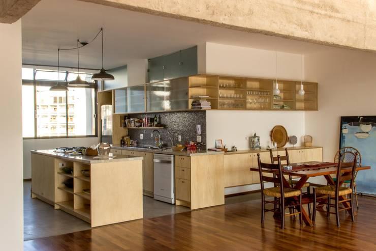 Cocinas de estilo moderno de Ruta arquitetura e urbanismo Moderno