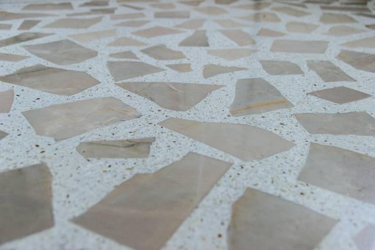 Destaque do piso do banheiro : Parede e pavimento  por Ruta arquitetura e urbanismo