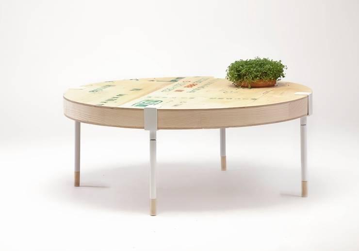Edler Upcycling-Couchtisch aus alten Transportkisten:  Wohnzimmer von Baltic Design Shop