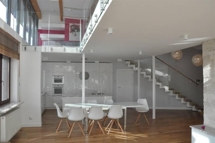 salon z kuchnią: styl , w kategorii Kuchnia zaprojektowany przez Tarna Design Studio