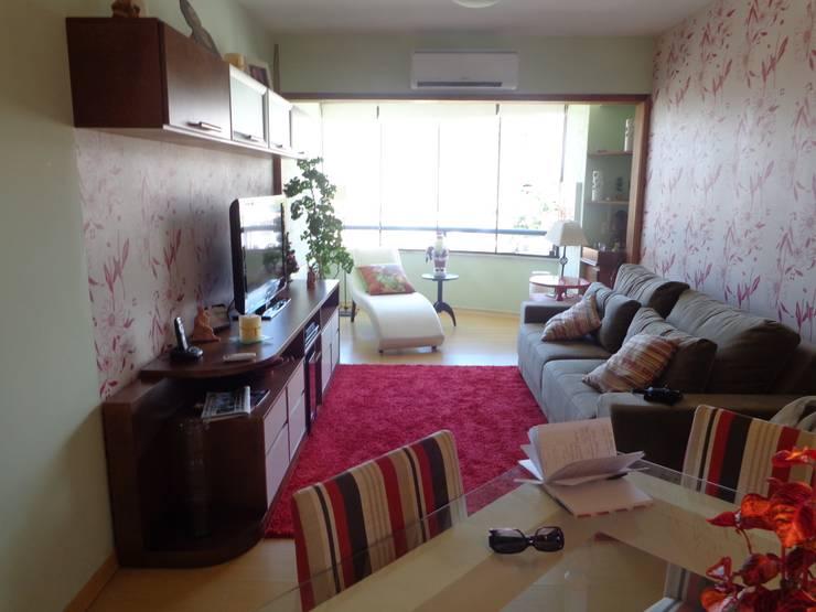Integração de sala e sacada bairro Menino Deus: Quartos  por Elaine Medeiros Borges design de interiores,Clássico