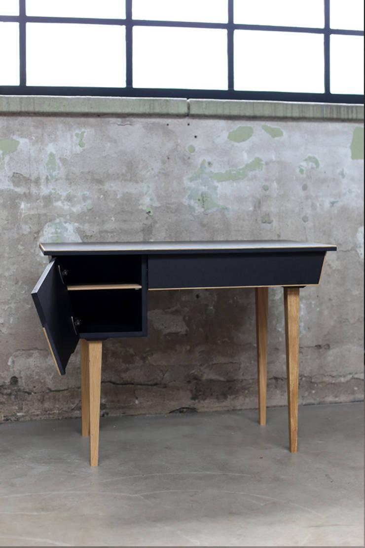 My Granny Desk II:  Woonkamer door Studio Jolanda van Goor