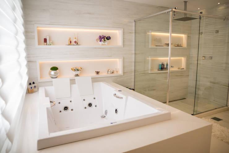 Baños de estilo  por Joana & Manoela Arquitetura