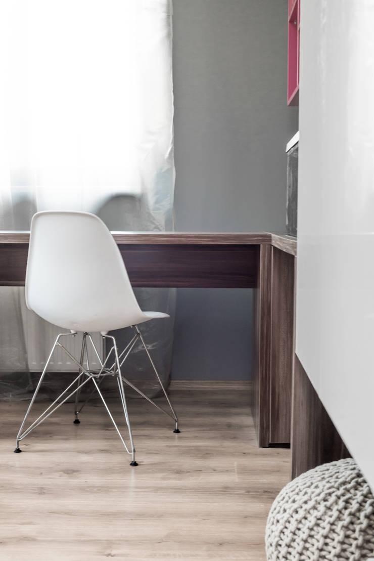 Pokój nastolatki, dom jednorodzinny, Goleniów.: styl , w kategorii Pokój dziecięcy zaprojektowany przez Sałata-Pracownia Architektury Wnętrz
