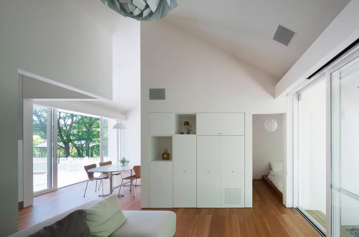 modern Living room by 株式会社 直井建築設計事務所