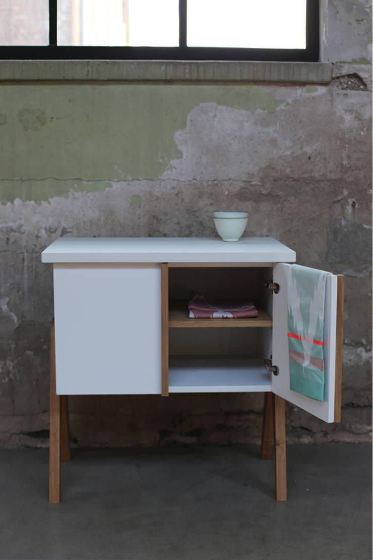 My Granny Desk III:  Woonkamer door Studio Jolanda van Goor
