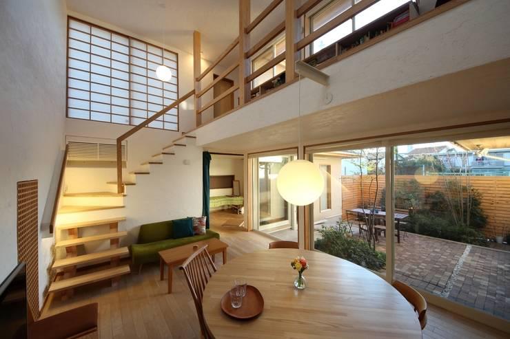 朝霞の家: 新井アトリエ一級建築士事務所が手掛けたダイニングです。