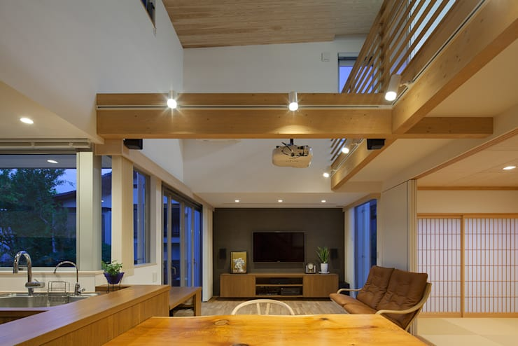 Living room by 那波建築設計 NABA architects