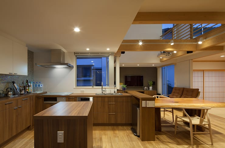 Kitchen by 那波建築設計 NABA architects