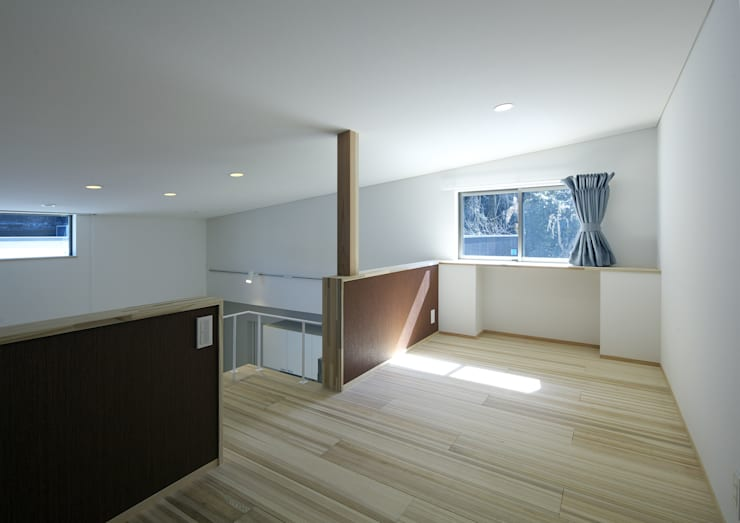 Salle multimédia de style  par 那波建築設計 NABA architects,