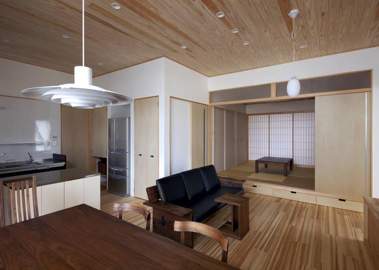 リビング: 那波建築設計 NABA architectsが手掛けたリビングです。