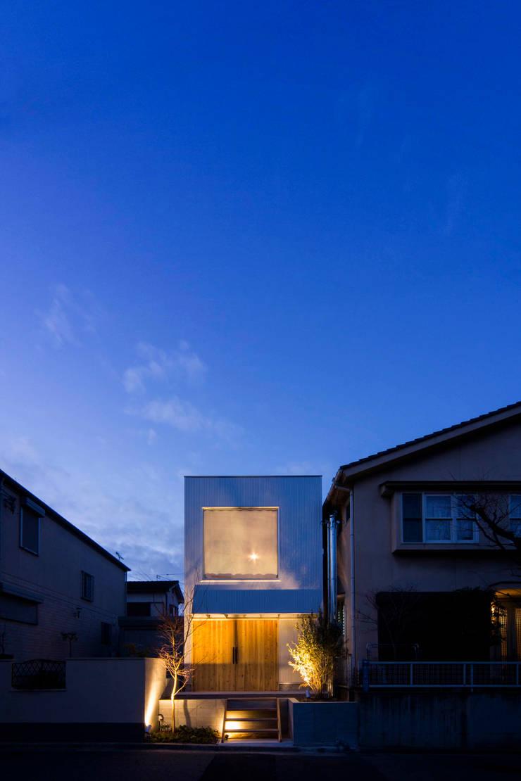 Casas  por アトリエセッテン一級建築士事務所, Moderno