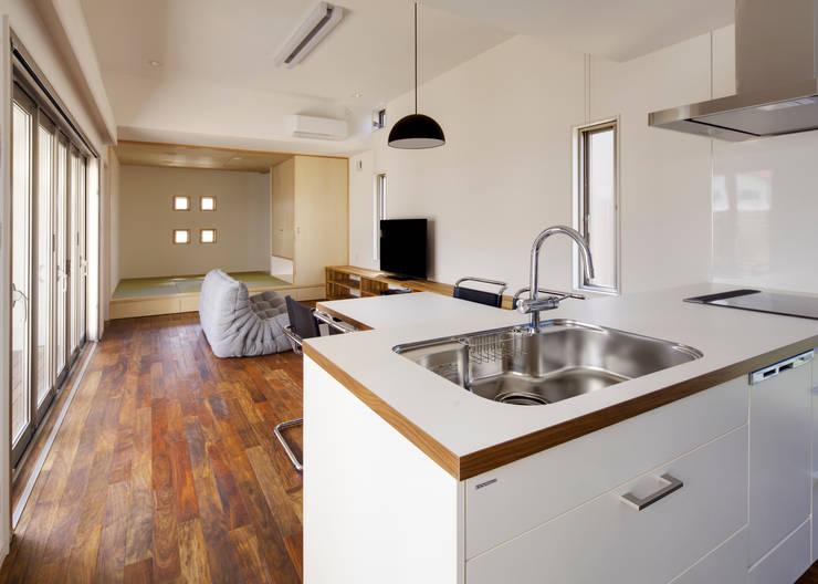 キッチン モダンな キッチン の 那波建築設計 NABA architects モダン