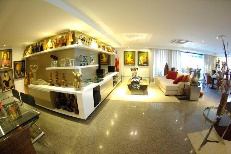 Apartment in Recife, Brazil: Salas de estar  por André Cavendish e Arquitetos