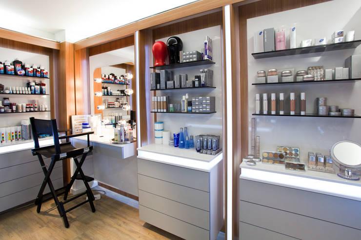 İdea Mimarlık – Makyaj Ünitesi ve Teşhir Alanları:  tarz Ofisler ve Mağazalar