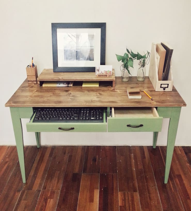 Olive green desk: Design-namu의 컨트리 ,컨트리
