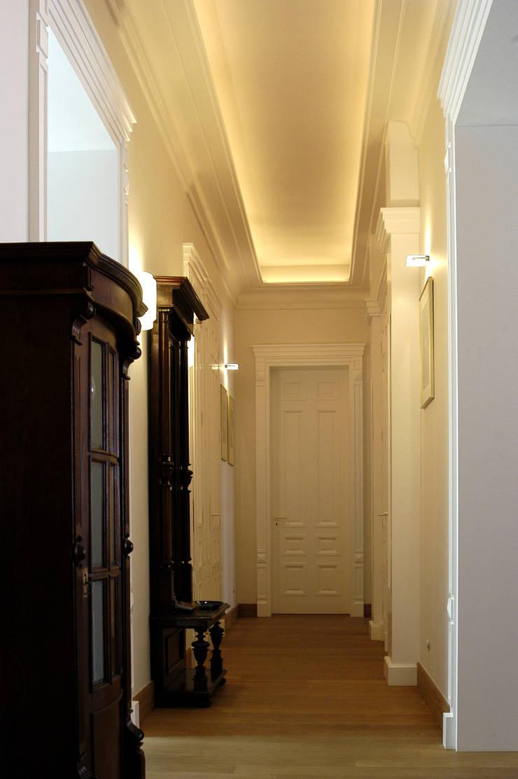 Anna Buczny PROJEKTOWANIE WNĘTRZ  korytarz: styl , w kategorii Korytarz, przedpokój zaprojektowany przez Anna Buczny PROJEKTOWANIE WNĘTRZ,