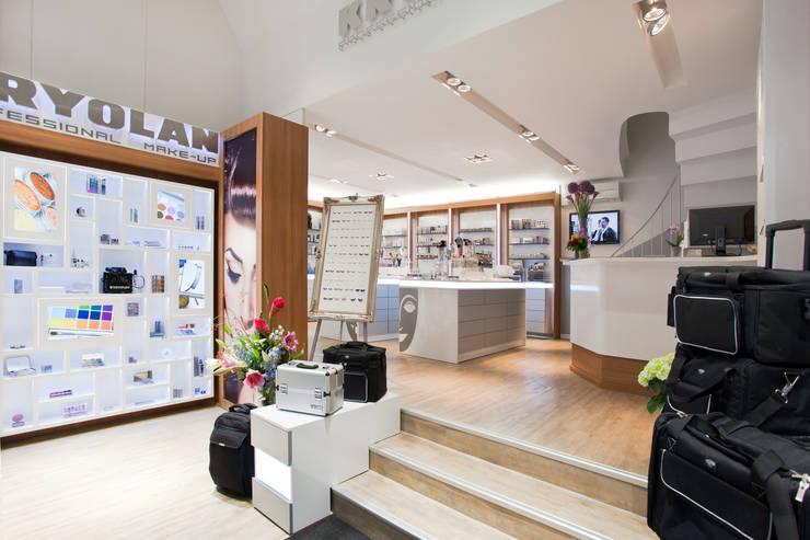 İdea Mimarlık – Kasa ve teşhir alanları :  tarz Ofisler ve Mağazalar, Modern