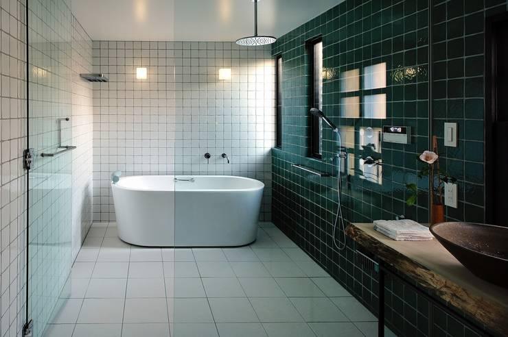 ドレッサールーム: アトリエセッテン一級建築士事務所が手掛けたスパ・サウナです。