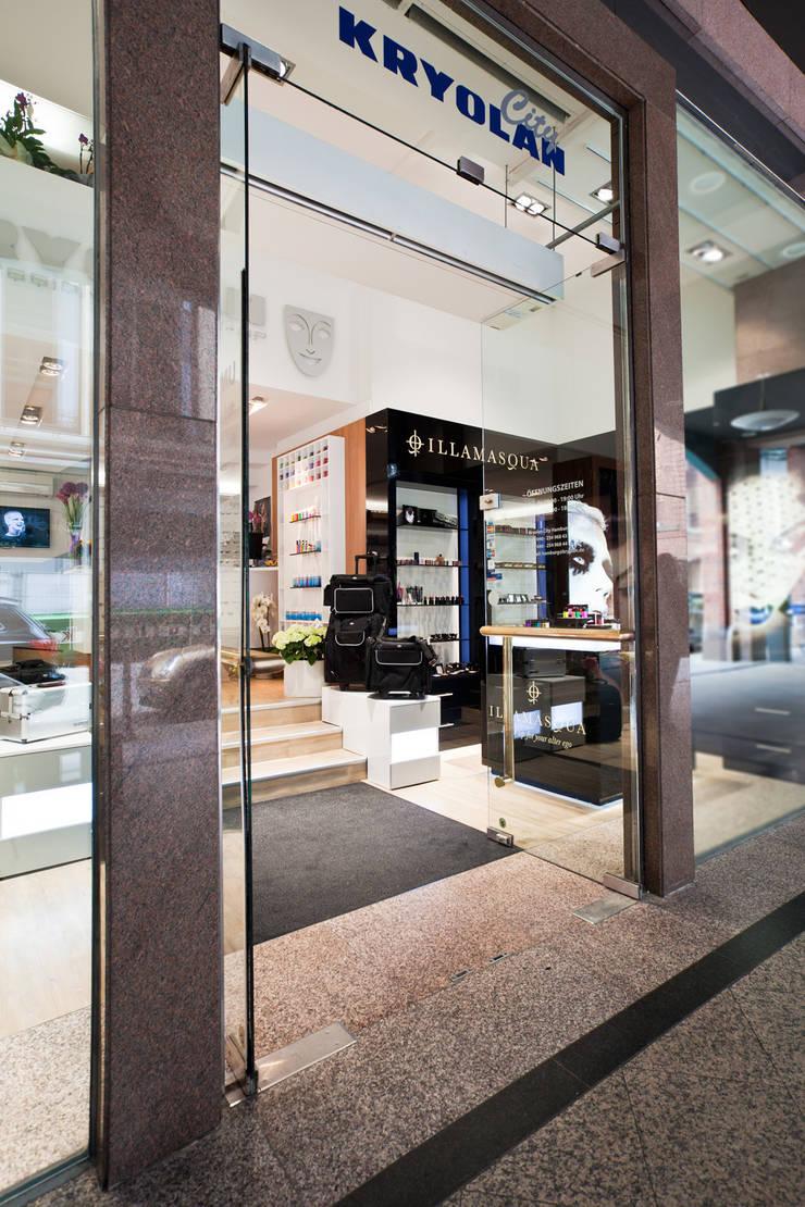 İdea Mimarlık – Giriş alanı ve teşhir alanları :  tarz Ofisler ve Mağazalar, Modern