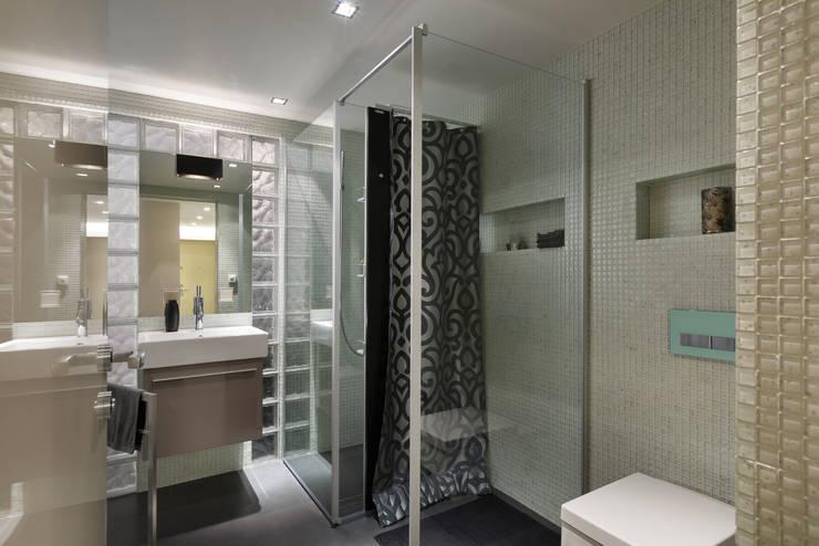 Гостевой санузел: Ванные комнаты в . Автор – (DZ)M Интеллектуальный Дизайн