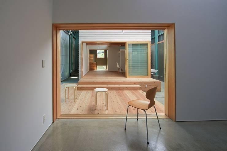 箱の開口部のつながり: アトリエセッテン一級建築士事務所が手掛けたオフィススペース&店です。,モダン