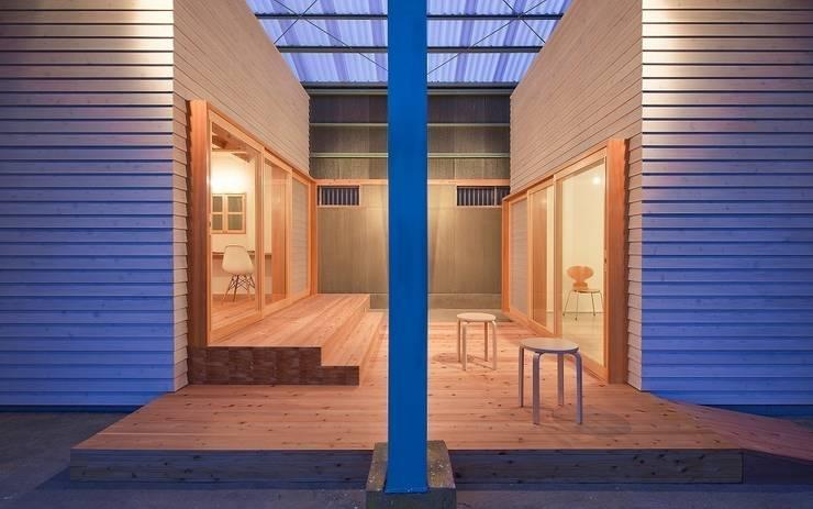 ヴォイドとしての創作テラス: アトリエセッテン一級建築士事務所が手掛けたオフィススペース&店です。,モダン