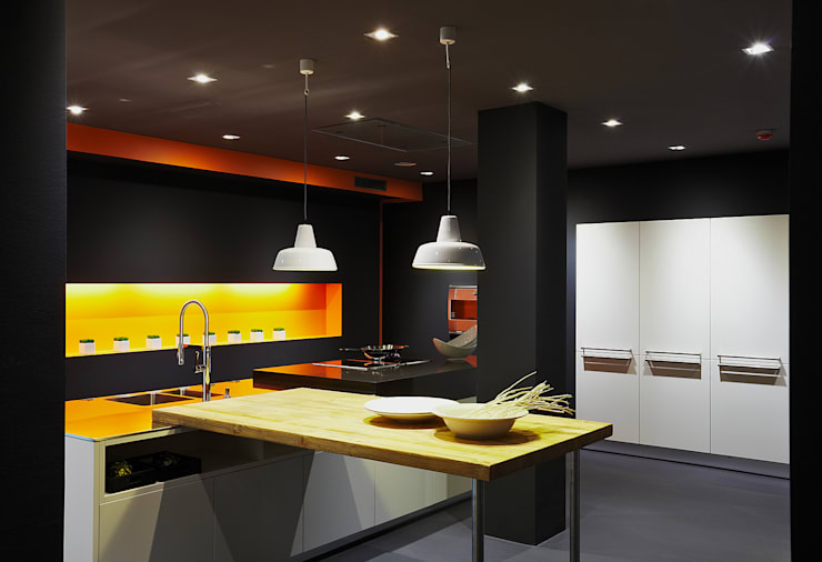 Cocinas de estilo  de Joppe Exklusive Einbauküchen GmbH