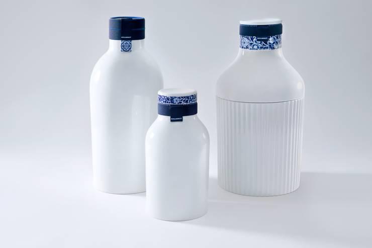 Blue Collar Bottles:   door Royal Delft, Klassiek