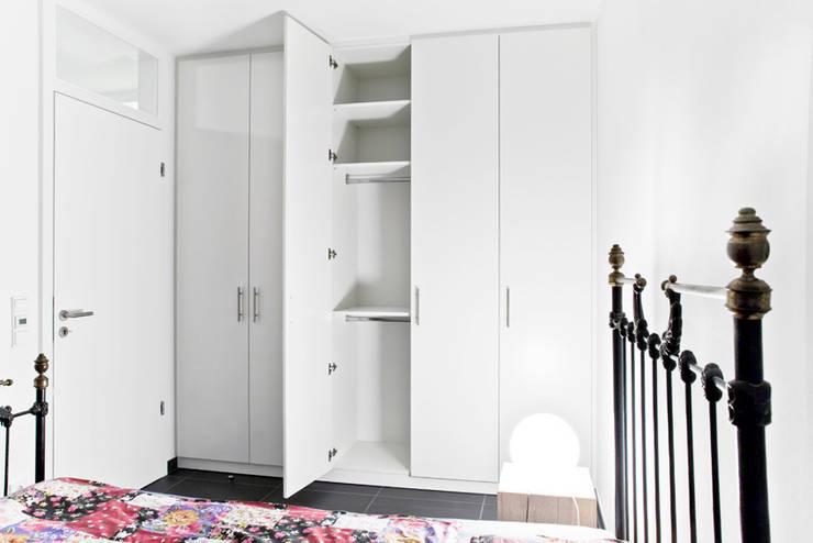Verschiedene Ausstattungen im Einbauschrank: klassische Schlafzimmer von schrankwerk.de