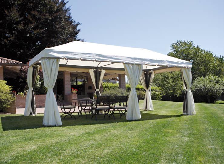 Cenador de jardín rectangular 6x3 metros: Jardín de estilo  de El Jardín de Ana