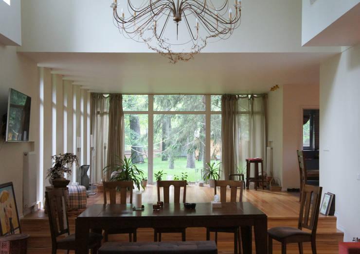 Коттедж на опушке леса: Гостиная в . Автор – Контент-ВА