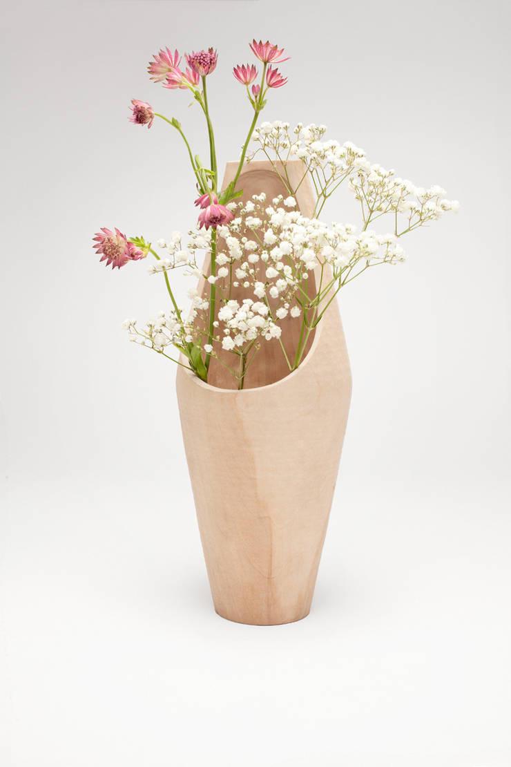 Big vase:   door Studio Daan Brandenburg