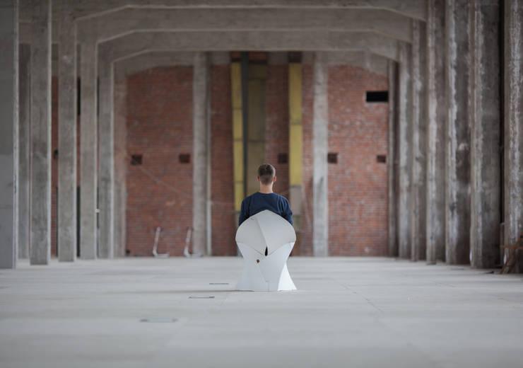 Flux Chair: modern  door Flux Furniture, Modern