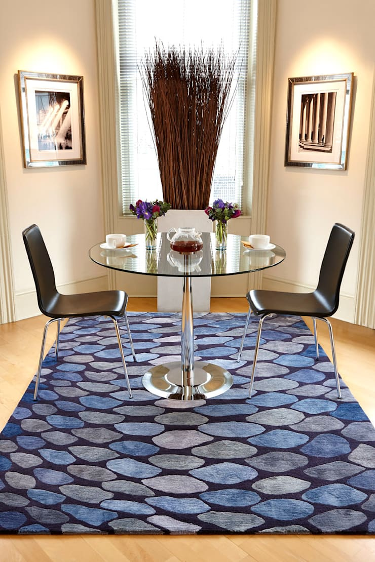 FISHSCALES hand knotted wool & silk rug from the 2013 DESIGNS FROM THE DEEP collection :  Dining room by Deirdre Dyson LLP, Modern