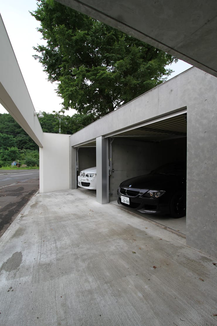 Moderne Garagen & Schuppen von 株式会社コウド一級建築士事務所 Modern