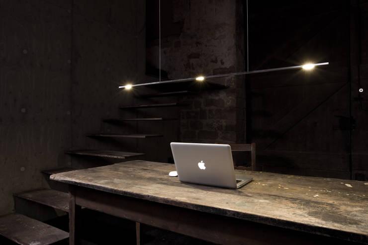 LEICHTSINN Pendelleuchte:  Wohnzimmer von LIEHT – Die Lichtmanufaktur