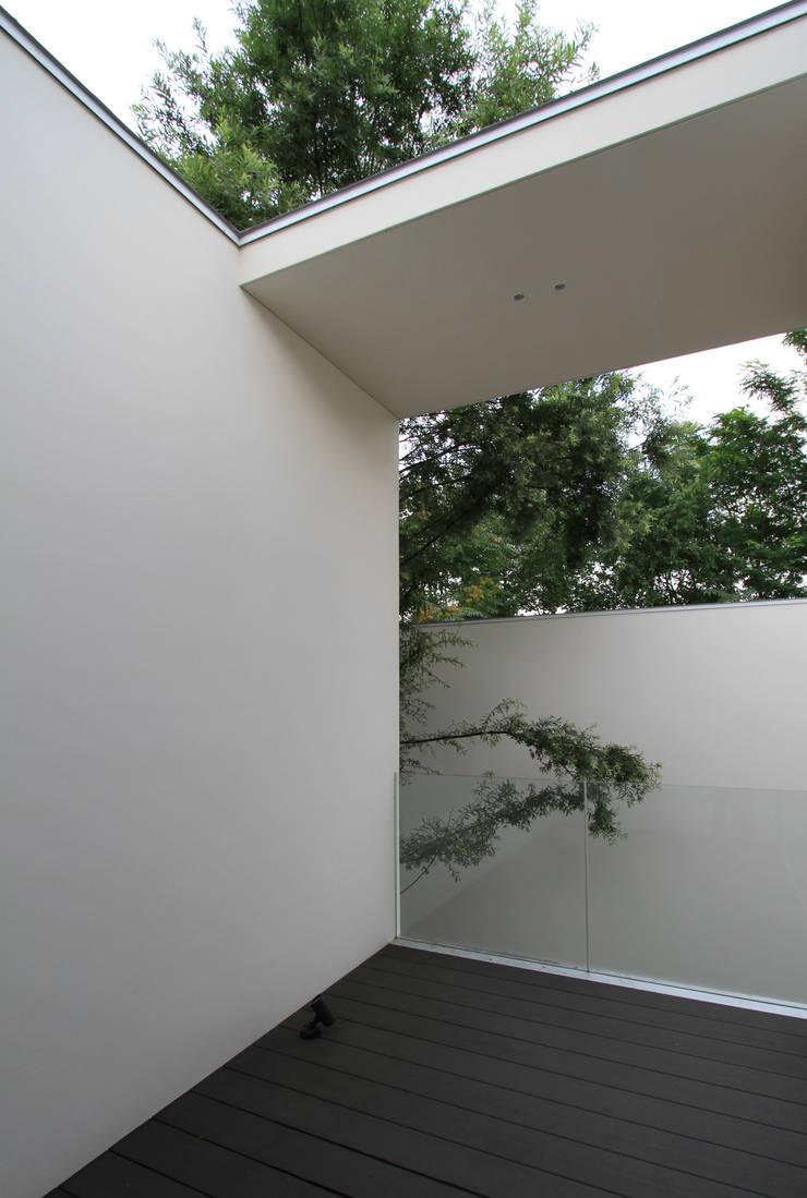 Moderner Balkon, Veranda & Terrasse von 株式会社コウド一級建築士事務所 Modern