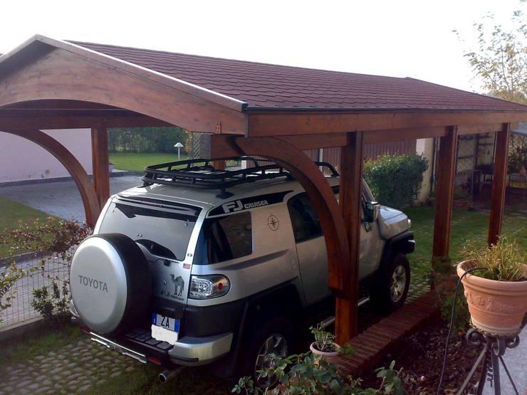 Porche 1 plaza con arco: Garajes abiertos de estilo  de JAGRAM-PRO