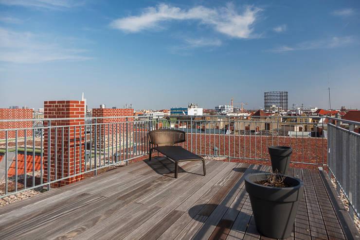 Dachterrasse mit Weitblick:  Terrasse von 16elements GmbH