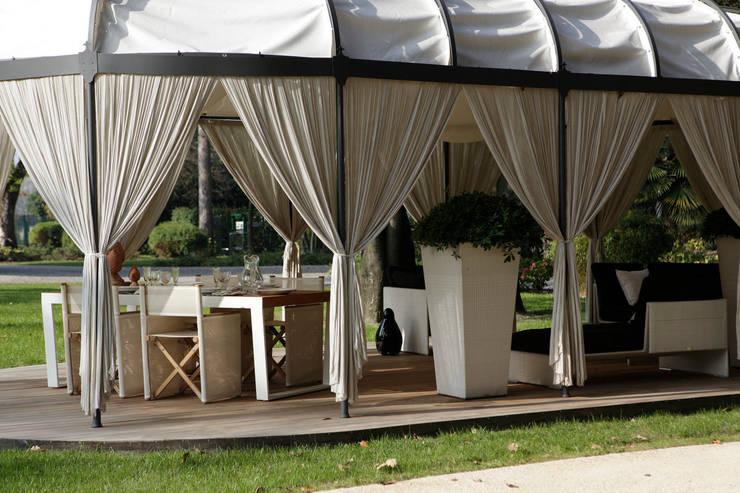 La struttura nel dettaglio: Terrazza in stile  di Odue Modena - Concept Store