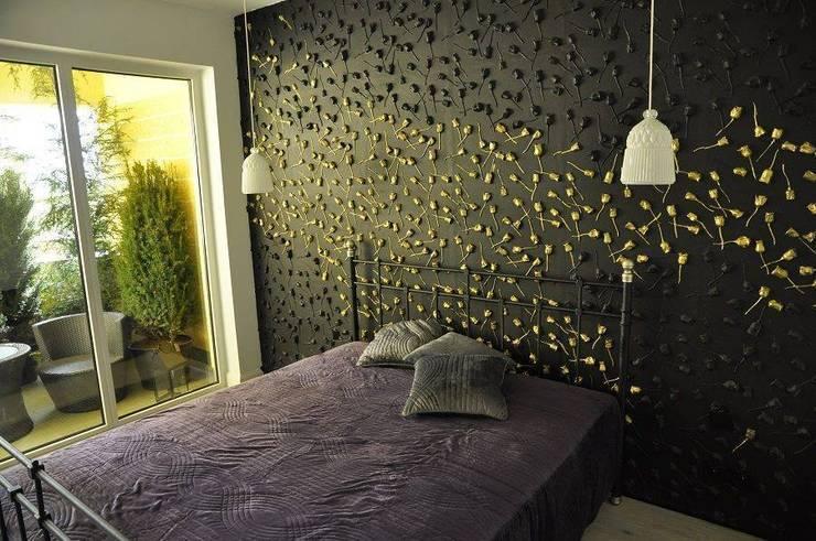 Wandgestaltung mit Motiv - Rose:  Schlafzimmer von Loft Design System Deutschland - Wandpaneele aus Bayern